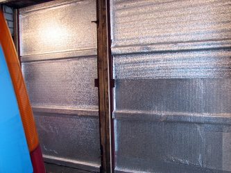 Как лучше утеплить ворота гаража изнутри?