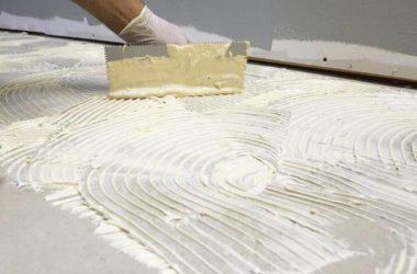 Чем приклеить пенопласт к бетону?