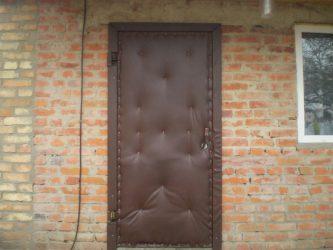 Чем утеплить старую деревянную дверь?