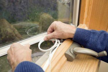 Как утеплить раму пластикового окна?